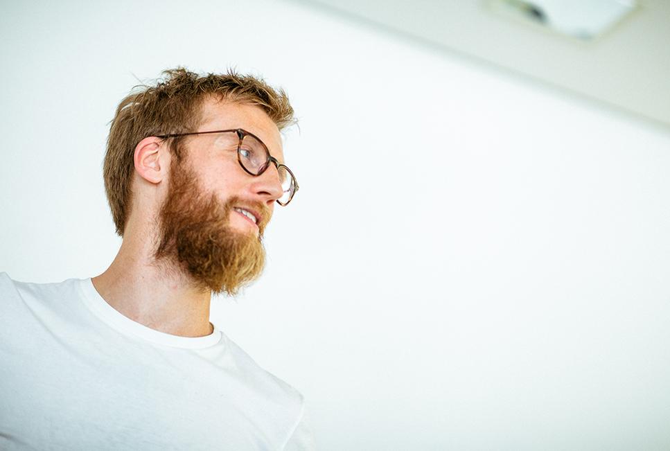 blueforte Mitarbeiter mit Brille und Bart